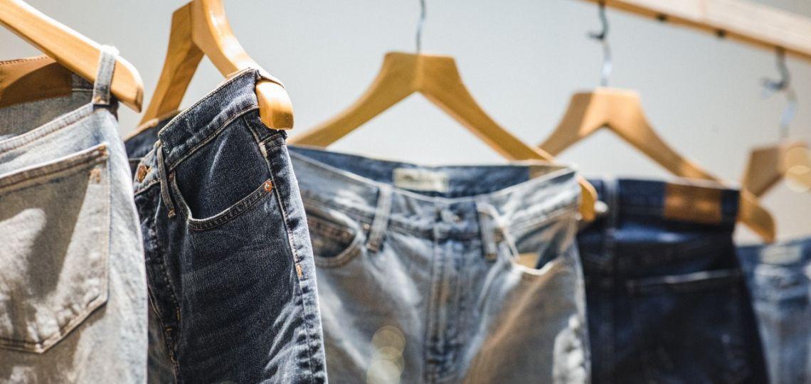 Alto, flare y culotte: tres modelos de jeans ideales para bajitas