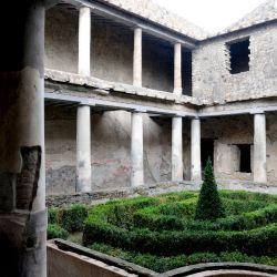 - La galería de columnas de dos plantas de la Casa de los Amantes en Pompeya se ha conservado de modo extraordinario. Foto: Florian Sanktjohanser/dpa