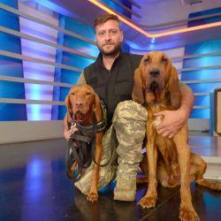 A la hora de trabajar en el campo, Charlie aclaró que se utilizan diferentes perros según el escenario y el contexto de la búsqueda.
