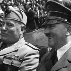 Adolf Hitler y Benito Mussolini