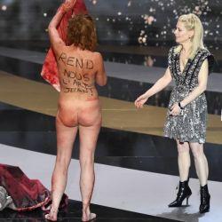 """Corinne Masiero y un mensaje dirigido al Primer Ministro Jean Castex: """"Devolvenos el arte, Jean"""