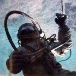 A las 07:00 GMT del 19 de marzo de 1965 Leonov y su compañero Pavel Belyayev emprendieron el viaje hacia el espacio.