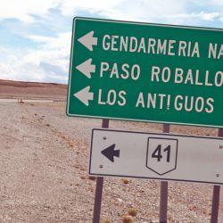 El cartel anunciaba solo 91 km hasta la frontera, pero en dirección oeste y camino a la cordillera los kilómetros tienen otras medidas.