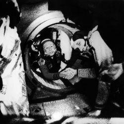 Leonov logró mantenerse y caminar en el espacio durante 10 minutos.