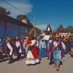 Coloridas procesiones en la Quebrada de Humahuaca, un clásico en los pueblos jujeños.