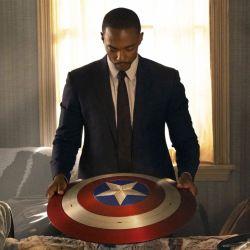 Falcon es ahora el portador del escudo del Capitán América. | Foto:Disney