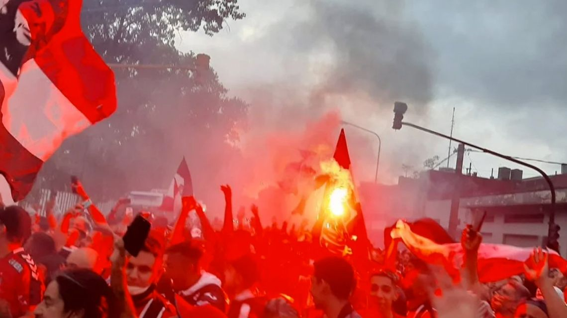 A screenshot from a video showing Chacarita Juniors fans in the streets before the match.