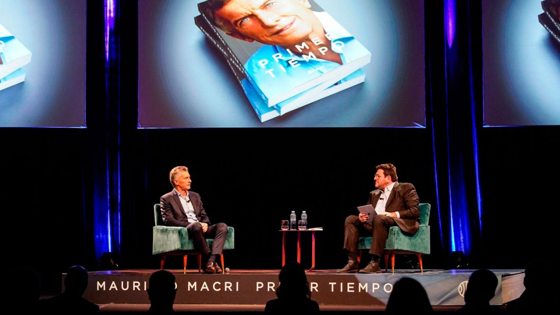 Mauricio Macri and Pablo Avelluto at the former president's book launch.