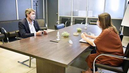 Respaldo. La foto con Matías Lammens es una primera muestra de apoyo dentro del gabinete.