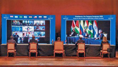 Nueva y vieja normalidad. Los presidentes dialogarán a través de un monitor, como en 2020. Los acuerdos con terceros países y la baja del Arancel Externo Común son algunos de los asuntos que abordarán.