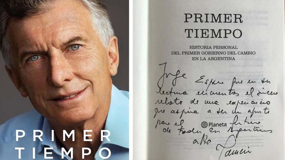 El libro de Mauricio Macri y su dedicatoria.