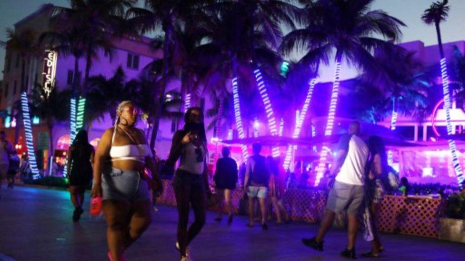 Miami Beach turistas toque de queda g_20210320