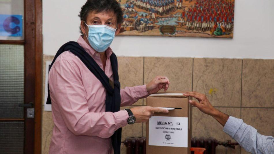 Gustavo Posse fue a votar en la interna de la UCR bonaerense