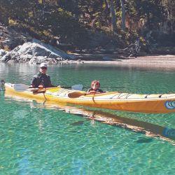 En el lado Espejo uno anda en kayak como por un cayo en el Caribe