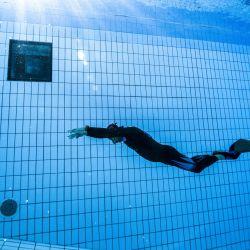 El apneista francés Arthur Guerin-Boeri, de 37 años, entrena en una piscina en Montreuil (este de París). | Foto:Olivier Morin / AFP