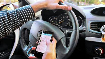 Desde el 2007 se cuadruplicó la cantidad de conductores que utilizan el teléfono al manejar