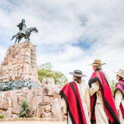 Salta Capital y el monumento a Güemes.