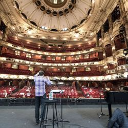 Londres: miembros de la English National Opera, dirigida por Laurence Cummings, participan en los ensayos de El Mesías de Handel en el London Coliseum.   Foto:Ian West / PA Wire / DPA