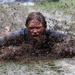 Un niño se desliza por una orilla fangosa bajo una lluvia torrencial en el parque King Edward en Newcastle. Se pronostica más lluvia para la costa de Nueva Gales del Sur y otras partes del estado, con advertencias de inundación y el primer ministro advirtiendo a los residentes que quedarse en casa. | Foto:AAP / Darren Pateman / DPA