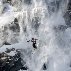El esquiador sueco Kristofer Turdell compite para ganar la clasificación general de esquí masculino durante la final del Verbier Xtreme Freeride World Tour en la montaña Bec de Rosses sobre la estación de Verbier en los Alpes suizos. | Foto:Fabrice Coffrini / AFP