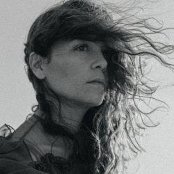 Natalia y una poética instantánea de su homenaje a las mujeres (y a la poesía).