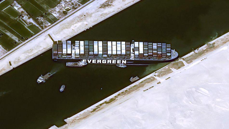 Buque encallado en el Canal de Suez 20210326