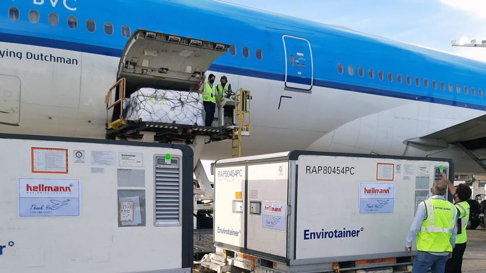 avión con vacunas 20210326