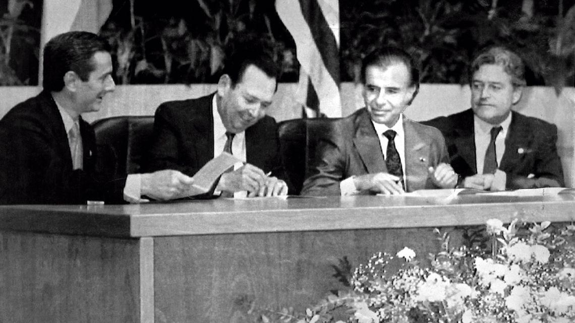 March 25, 1991: Brazilian President Fernando Collor de Mello (left), Paraguayan President Andrés Rodríguez (second left), Argentine President Carlos Menem (second right) and Uruguayan President Luis Lacalle Herrera, sign copies of the Treaty of Asunción.