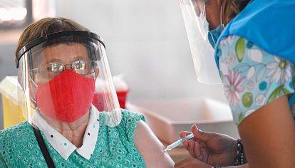 Segunda dosis. La ministra de Salud y sus pares de las 24 jurisdicciones acordaron extenderla para vacunar a mayor cantidad de gente.