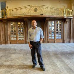 Ricardo Angelucci es la cara visible de la restauración de la Confitería del Molino en representación de las cámaras de Diputados y Senadores.