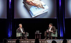 Macri y Pablo Avelluto, en una de sus apariciones fuera del poder, presentando el libro del expresidente.
