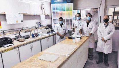 Avance. Profesionales locales desarrollaron nanocomponentes que evitan la diseminación del virus.