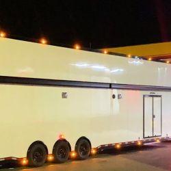Su trailer puede llevar hasta 4 autos.