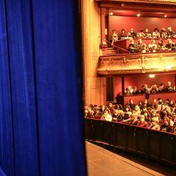 La primera bailarina francesa de la Ópera de París, Marion Barbeau, espera antes de actuar durante el rodaje de la próxima película del director francés Cedric Klapisch    Foto:Stephane De Sakutin / AFP