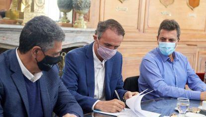 """Cristian Ritondo y Jorge Macri se reunieron en Casa Rosada con Máximo Kirchner, Axel Kicillof, Sergio Massa y """"Wado"""" De Pedro."""