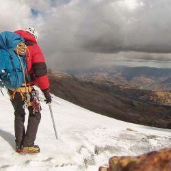 Corridos por una tormenta, nos retiramos respetuosamente del Nevado Copa (6.190 msnm).