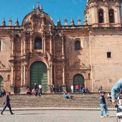 En la plaza de armas de la capital del Imperio Inca, el Cuzco.