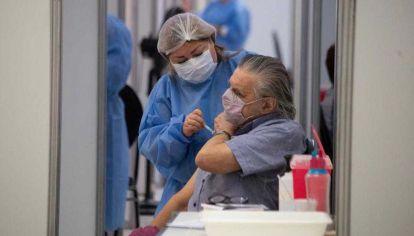 La Ciudad comenzó a vacunar a los mayores de 75 años contra el coronavirus