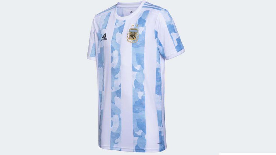 La nueva camiseta de la selección nacional argentina de fútbol-20210331