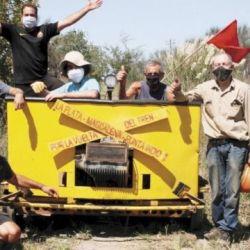 Los trabajadores recorrieron el trayecto en una zorra.