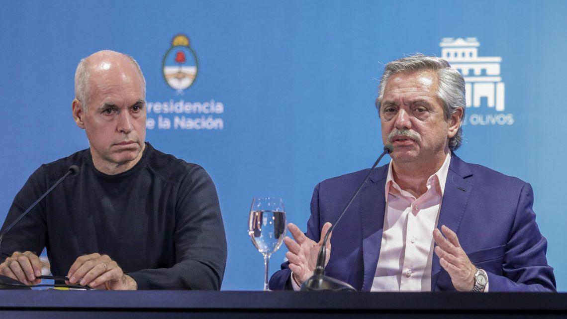 Alberto Fernández (right) and Horacio Rodríguez Larreta (left).
