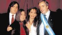 2003. Asume el primer Néstor Kirchner. Junto a Cristina y sus hijos.