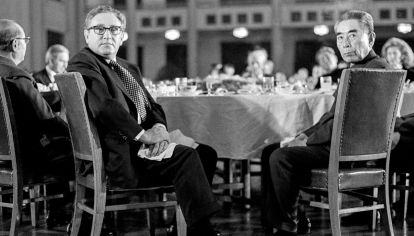 Histórico. Henry Kissinger y el ex premier chino Zhou Enlai restablecieron las relaciones diplomáticas entre sus dos países.