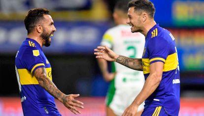 Villa. Tevez y Zárate, dos goles para dar vuelta el partido.