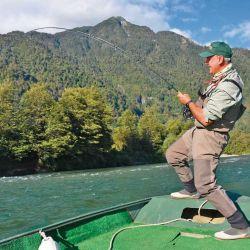 Tanto de orilla, como vadeando o actuado desde un bote, se puede dar con los poderosos Chinooks.