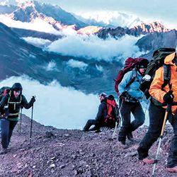 El cerro es accesible todo el año y eventualmente pueden necesitarse grampones para ascender ciertos tramos.