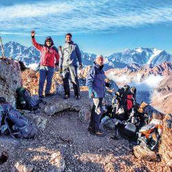 Cumbre en el Pedro Zanni, a 4.185 m de altura y con un desnivel de 1.166 m desde la Villa de Las Cuevas.
