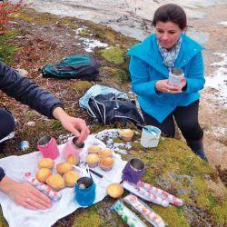 Té con muffins de la guía Iris Alderete en laguna Esmeralda.