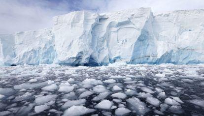 El derretimiento del Glaciar Thwaites, producto del aumento de las temperaturas.