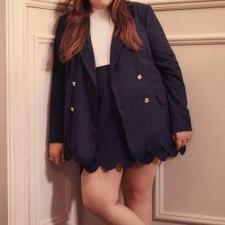 Creadora de Girls, Lena Dunham sorprendió con una cápsula bien pequeña, de apenas 5 items.